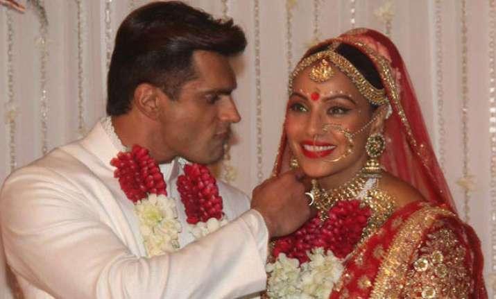 75a643ebb64421 Watch: Bipasha Basu & Karan Grover finally tie nuptial knot in ...