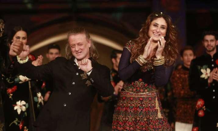 Rohit Bal with Kareena Kapoor at Lakme Fashion Week finale
