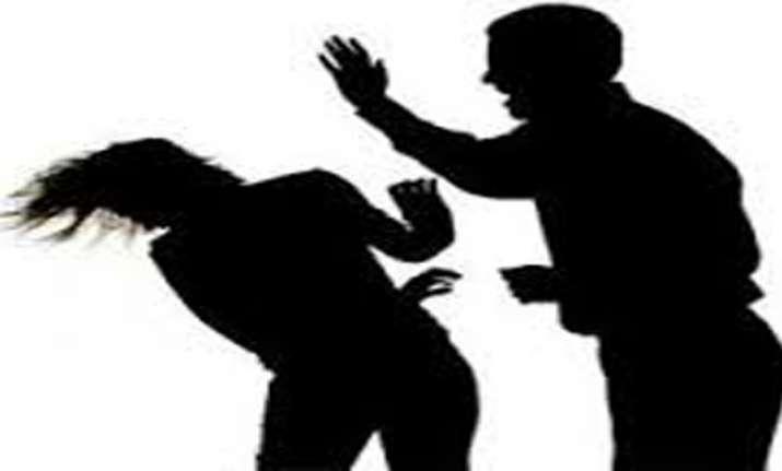 wife physically abuses husband