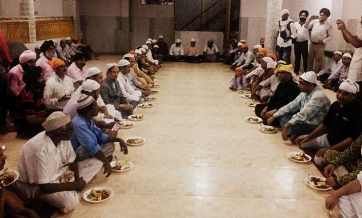 Iftar party at the Lucknow gurudwara
