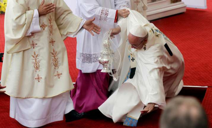 Pope Francis falls while conducting Mass in Poland