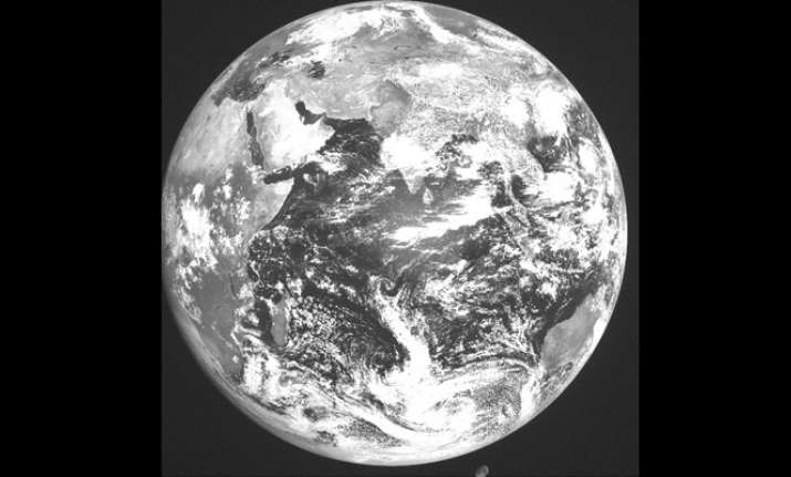 ISRO releases first image taken by INSAT-3DR- India TV