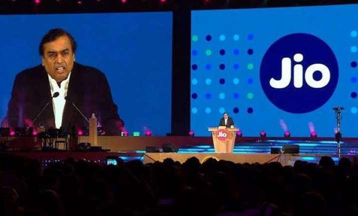 Mukesh Ambani sharing data plans of Reliance Jio
