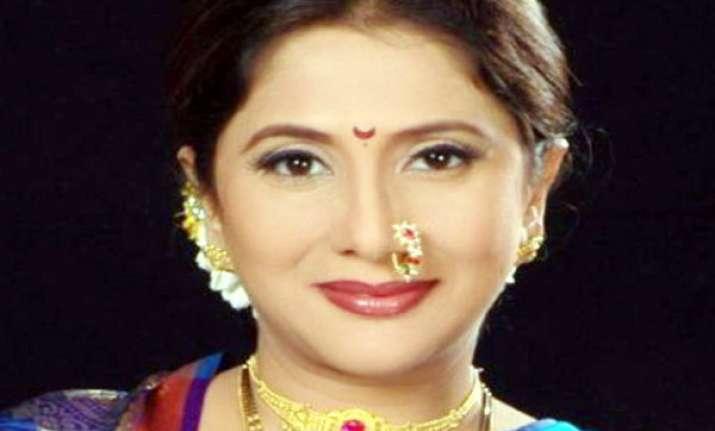 marathi actress complains to Suresh Prabhu on Twitter