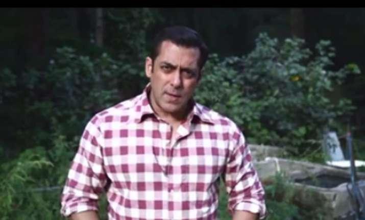 Amidst his own 'Freaky Ali', Salman hasn't forgotten