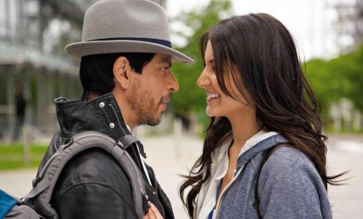 SRK tells loving him is easy, Anushka says 'The Ring'