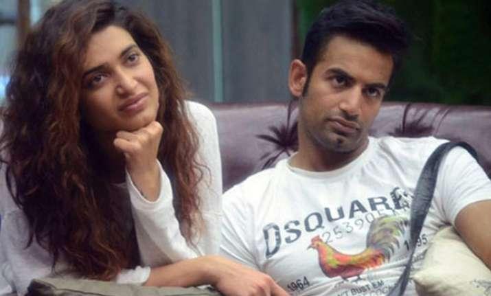 Bigg Boss 8 couple Karishma Tanna-Upen Patel spotted