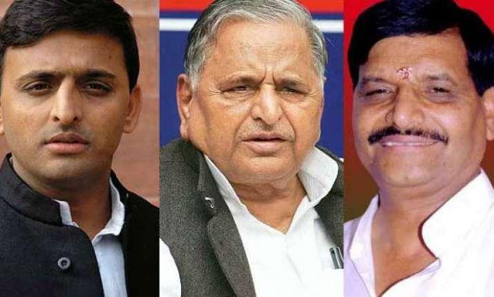 Scuffle broke out between Akhilesh Yadav and Shivpal Yadav