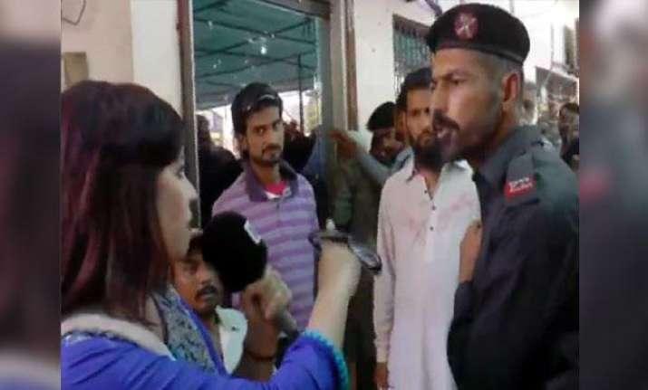 Pawan Kalyan Strong Punch on Lady Reporter on Padayatra @JanaSena ...