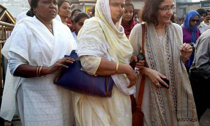 250 women offer prayers at Haji Ali Dargah
