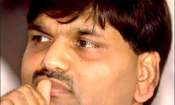 Mumbai court convicts Harshad Mehta's brother, five
