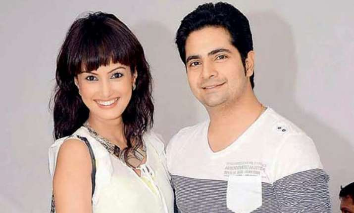 Nisha's anniversary gift for Karan Mehra will make you