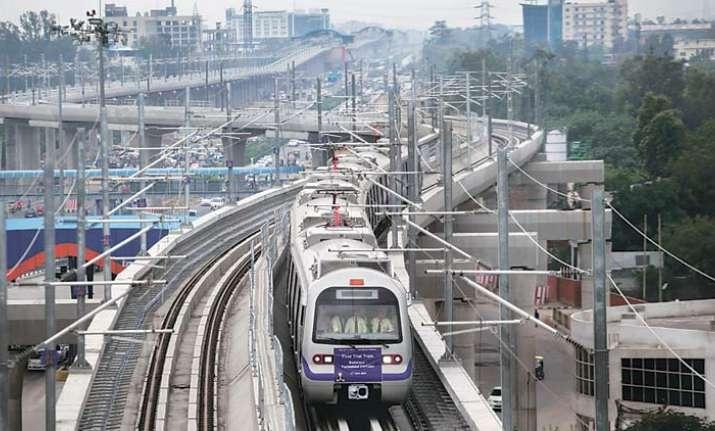 Delhi replaces Mumbai as India's economic capital