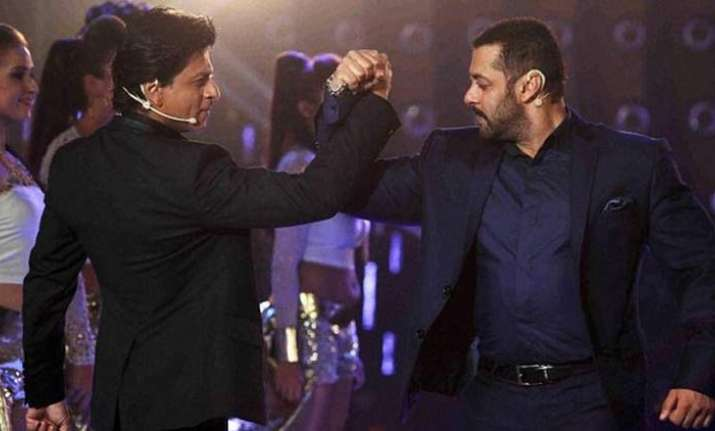 Salman proves love for SRK once again
