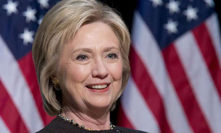 Hillary Clinton leads Donald Trump in popular vote by 2.5