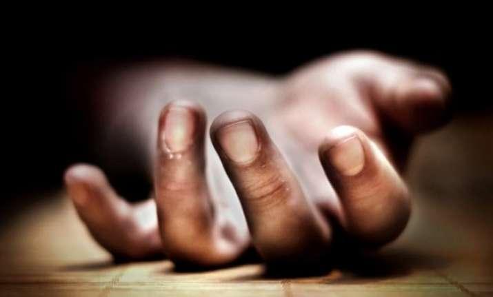 Man in Delhi dies after hitting bottle at head