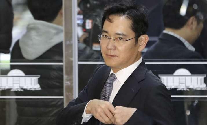 Lee Jae-Yong returned home afterinterrogation by South