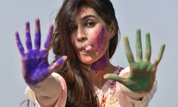 Here's how you can avoid weight gain on this Holi