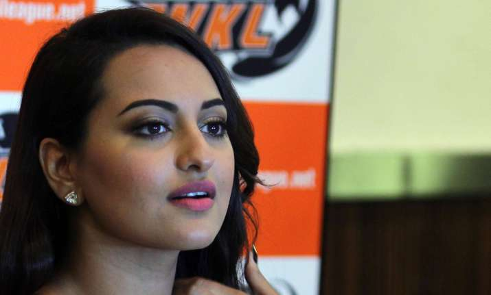 cupid alert sonakshi sinha spotted with alleged boyfriend see pics