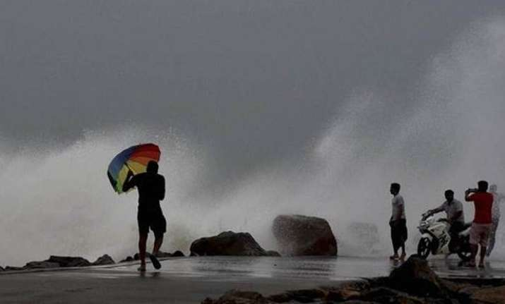 Cyclone Mora hits Bangladesh coast
