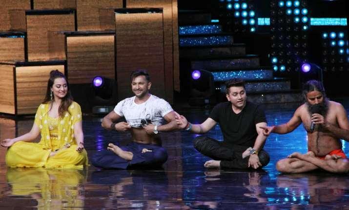 Baba Ramdev is a delight on Nach Baliye sets, Sonakshi