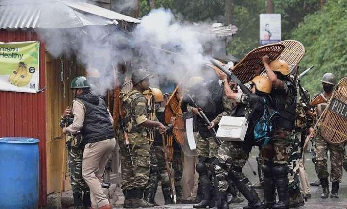 One killed, 35 security personnel injured as Darjeeling