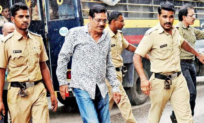 1993 Mumbai blasts convict Mustafa Dossa admitted to J.J.