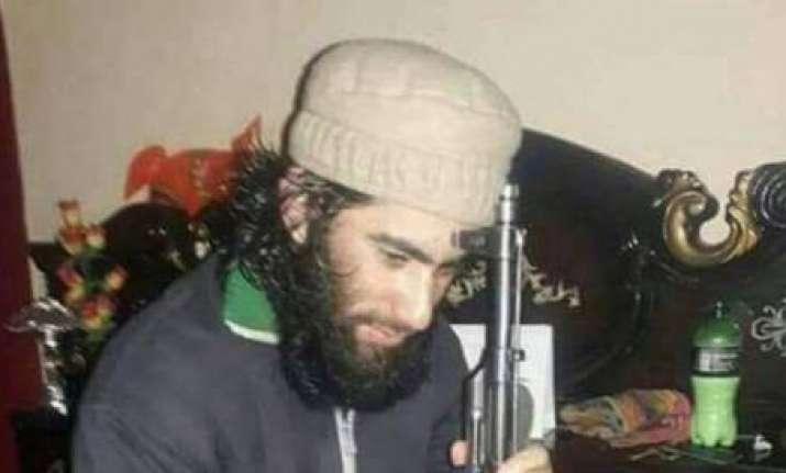 Militants offer 'gun salute' at LeT commander Junaid