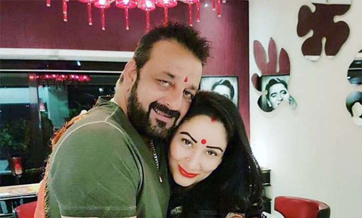 This video of Sanjay Dutt dancing with wife Manyata will