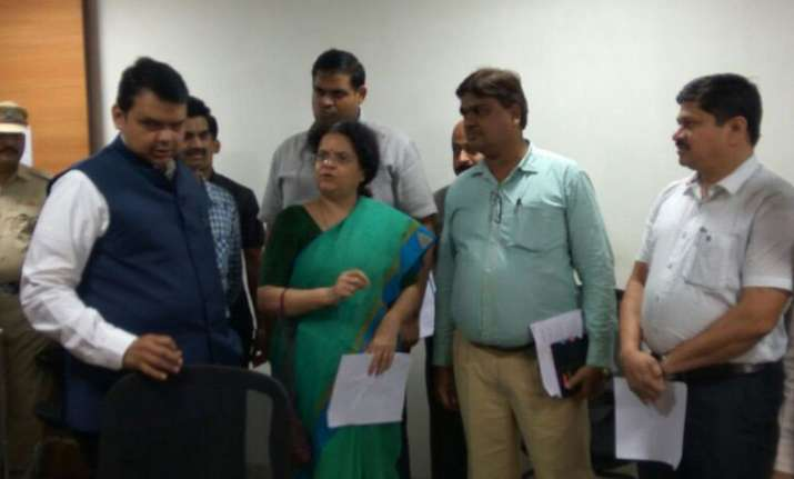 CM Fadnavis reviews flood situation in Mumbai