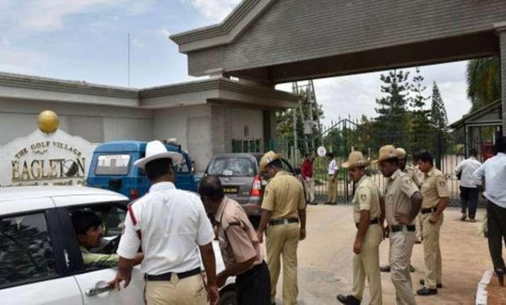 I-T dept raids Karnataka minister Shivakumar's residence