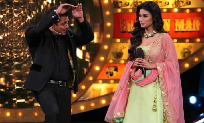 Bigg Boss 11 new promo:Salman Khan welcomes Mouni Roy