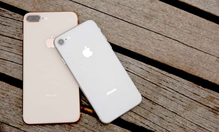 iPhones don't have FM radio: Apple to FCC Chairman