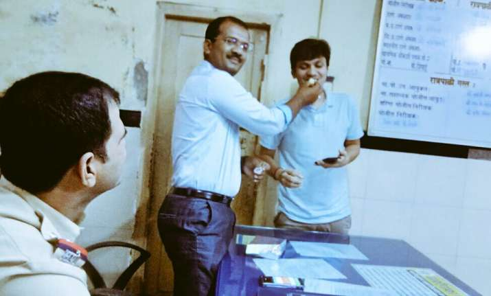 Mumbai cops celebrated his birthday at police station