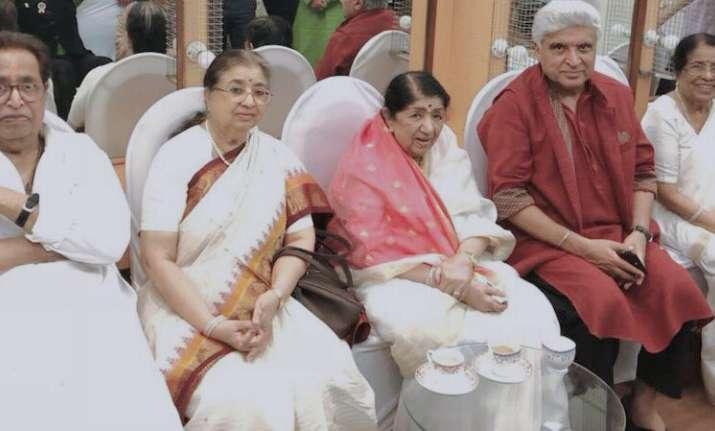 Lata Mangeshkar congratulates Javed Akhtar for receiving
