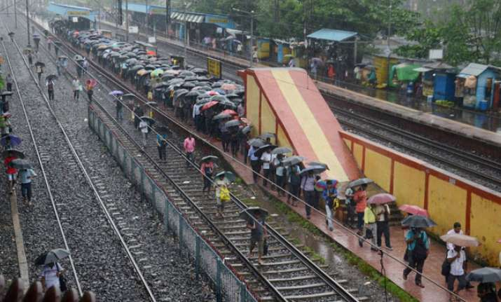 Heavy rains claim two lives in West Bengal