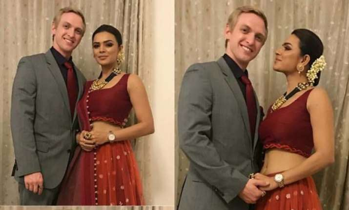 Aashka Goradia and Brent Goble's wedding shopping video is