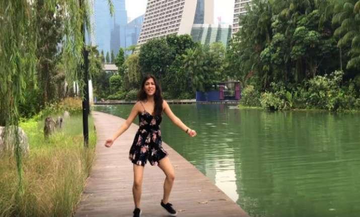 Video: This girl dancing in Judwaa 2 Aa Toh Sahi song is