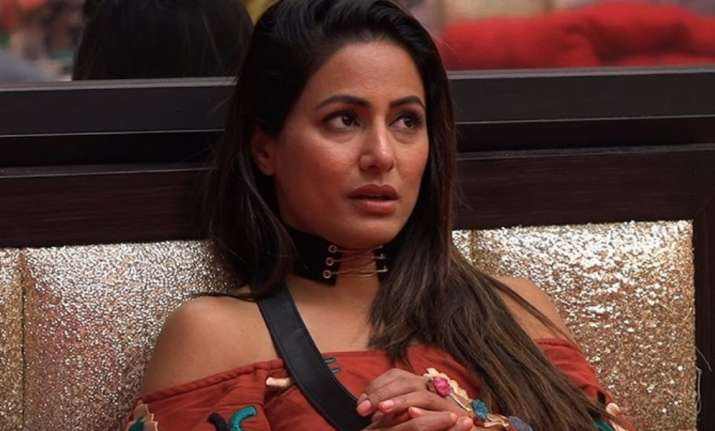 Bigg Boss 11 Hina Khan Breaks Down While Sacrificing Her Soft Toy