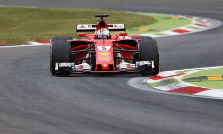 sebastian vettel must handle pressure better to beat lewis hamilton in 2018 formula 1 news. Black Bedroom Furniture Sets. Home Design Ideas