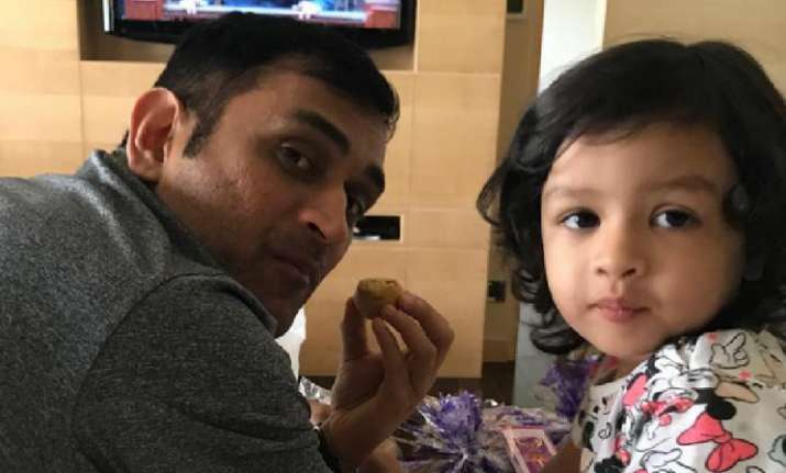 MS Dhoni's baby wishes Christmas and Happy New Year in