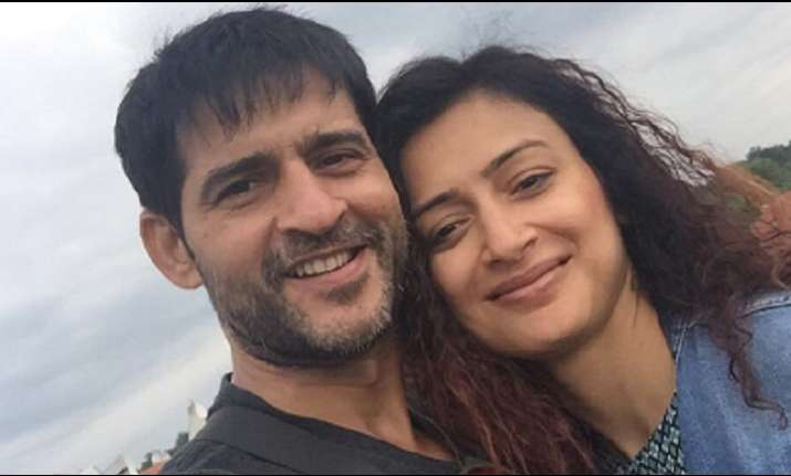 Hiten Tejwani thanks fans and wife for supporting him in