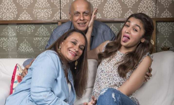Mahesh Bhatt, Alia Bhatt and Soni Razdan in a frame