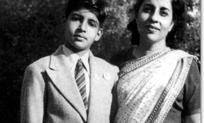 Throwback picture: When Amitabh Bachchan donned suit for