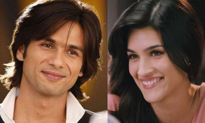 Kriti Sanon and Shahid Kapoor trolled for receiving
