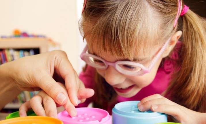 Analytic thought developed for children with sight