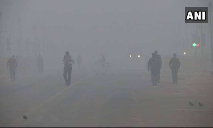 Delhi woke up to dense fog for the second consecutive day