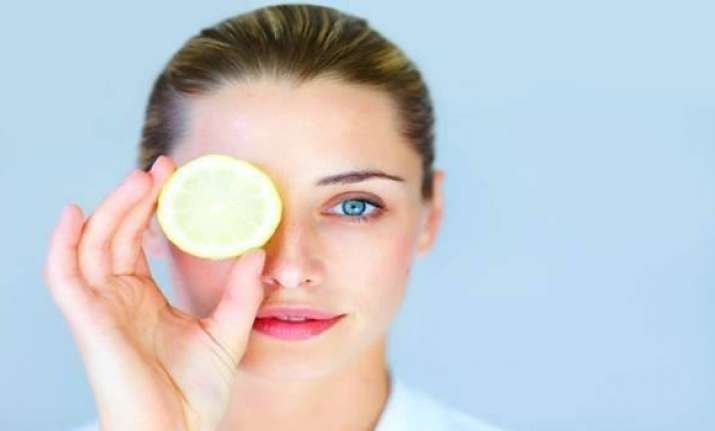 Expert tips to get rid of puffy eyes