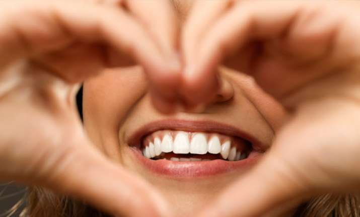 Use natural mouthwashes to combat bad breath