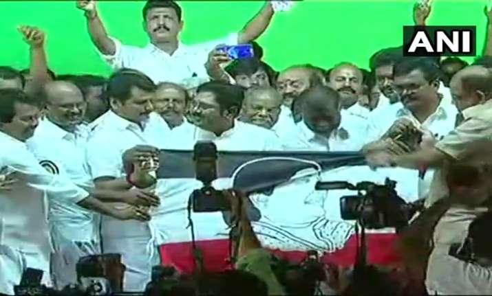 Dhinakaran names his party 'Amma Makkal Munetra Kazhagam'